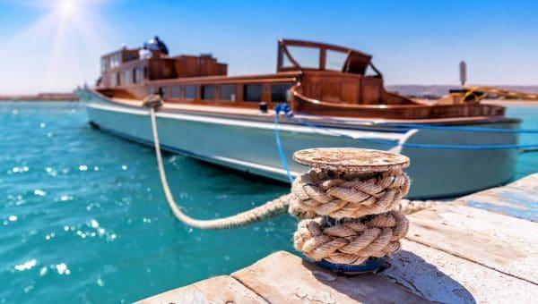 Comment amarrer son bateau au ponton ?