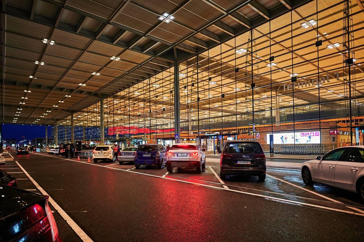 vacances véhicule parking aéroport